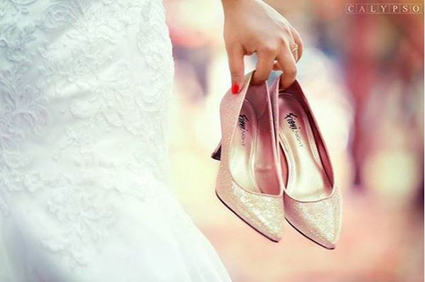 Bridal pose with shoes